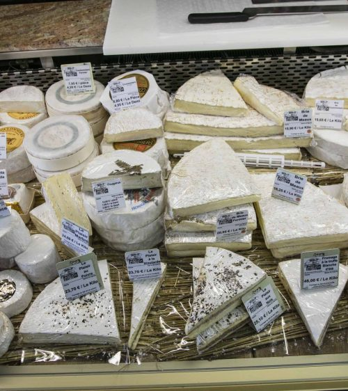 Etalage-de-Fromage-Fromagerie-Ganot-2018