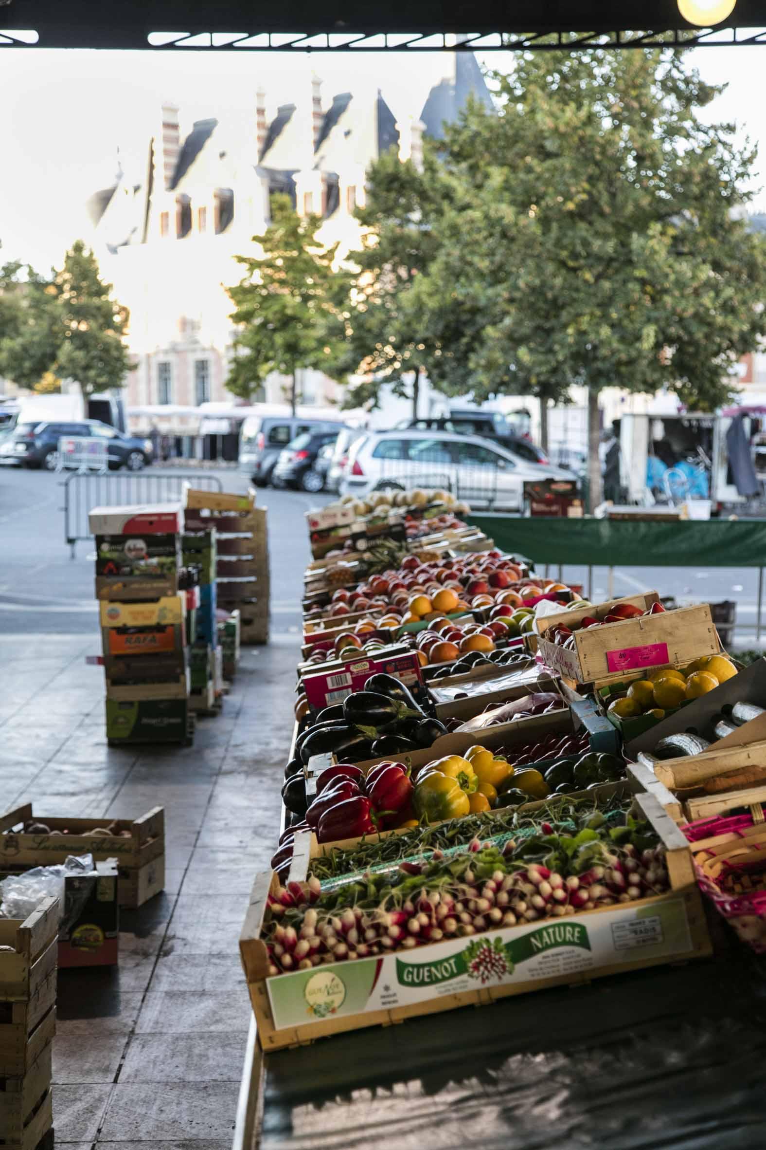 Etalage-de-Fruits-et-Legume-Marche-Coulommiers