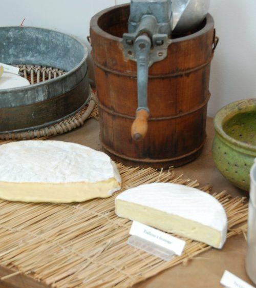 Ustensiles et objets ancien liée à la Fabrication du fromage